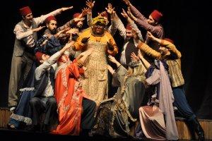 Adana Büyükşehir Belediyesi Şehir Tiyatroları Büyük Bir Başarıya Daha İmza Attı