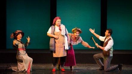 Bakırköy Belediye Tiyatroları'nın yeni oyunu Sherlock-Hamid izleyicisiyle buluştu.