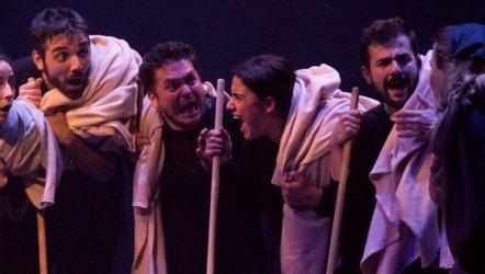 """Tiyatroadam, yeni sezonu """"Kafkas Tebeşir Dairesi"""" ile açtı."""