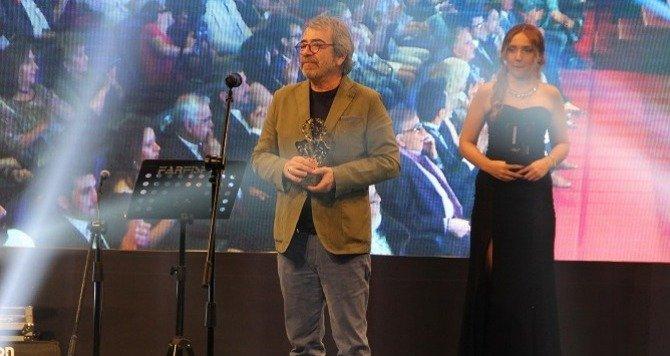 İZPEK Bedia Muvahhit Tiyatro Ödülleri'nin Adayları Açıklandı