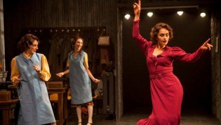Bir Peri Masalı - Radyum Kızları - İstanbul Devlet Tiyatrosu