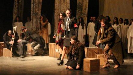 Kapatılan Belediye Tiyatrosu İzmir'den Ödülle Döndü