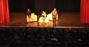 İzmir'de Tiyatro Kursu Sahne Tozu Tiyatrosu
