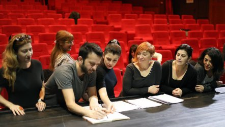 İbb Şehir Tiyatroları Sezon Minimal'in...